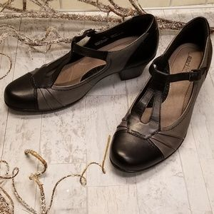 Earth Size 11 Leather Black & Gray Strap Pumps